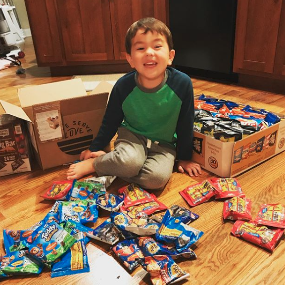 alliwheeler Xander picked out ALL the snacks for the food box @brownsbridge 😍😍 @waumbaland #WaumbaLand #GiveServeLove #XanderWheeler